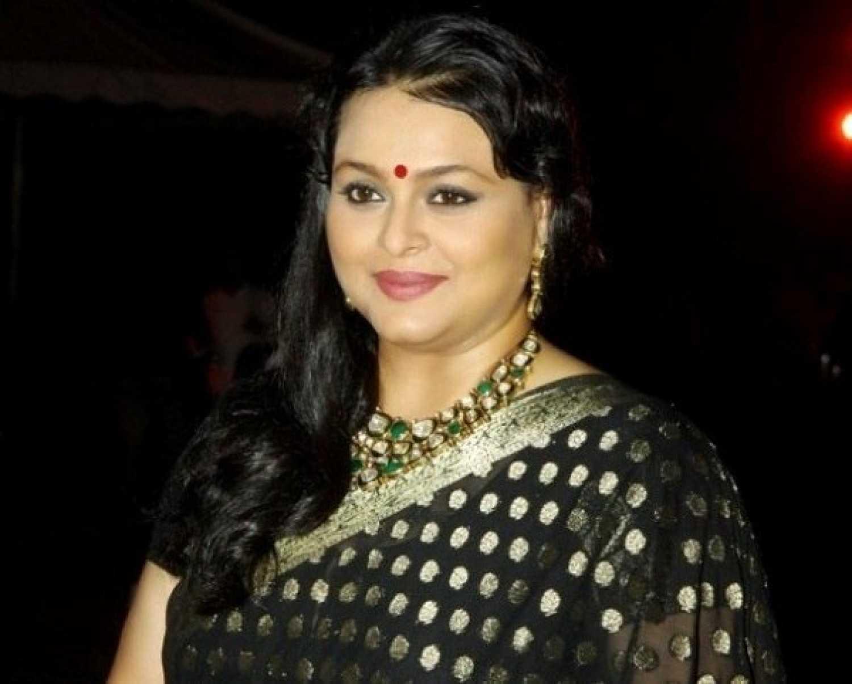 Watch Shilpa Shirodkar video