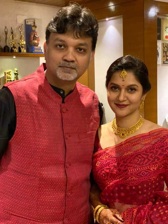Filmmaker Srijit Mukherji gets hitched to Rafiath Rashid Mithila