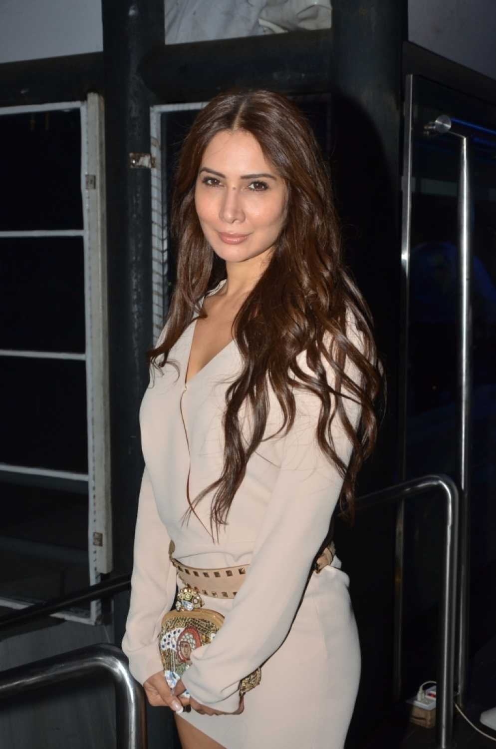 kim sharma's former domestic help alleges assault; actress rubbishes