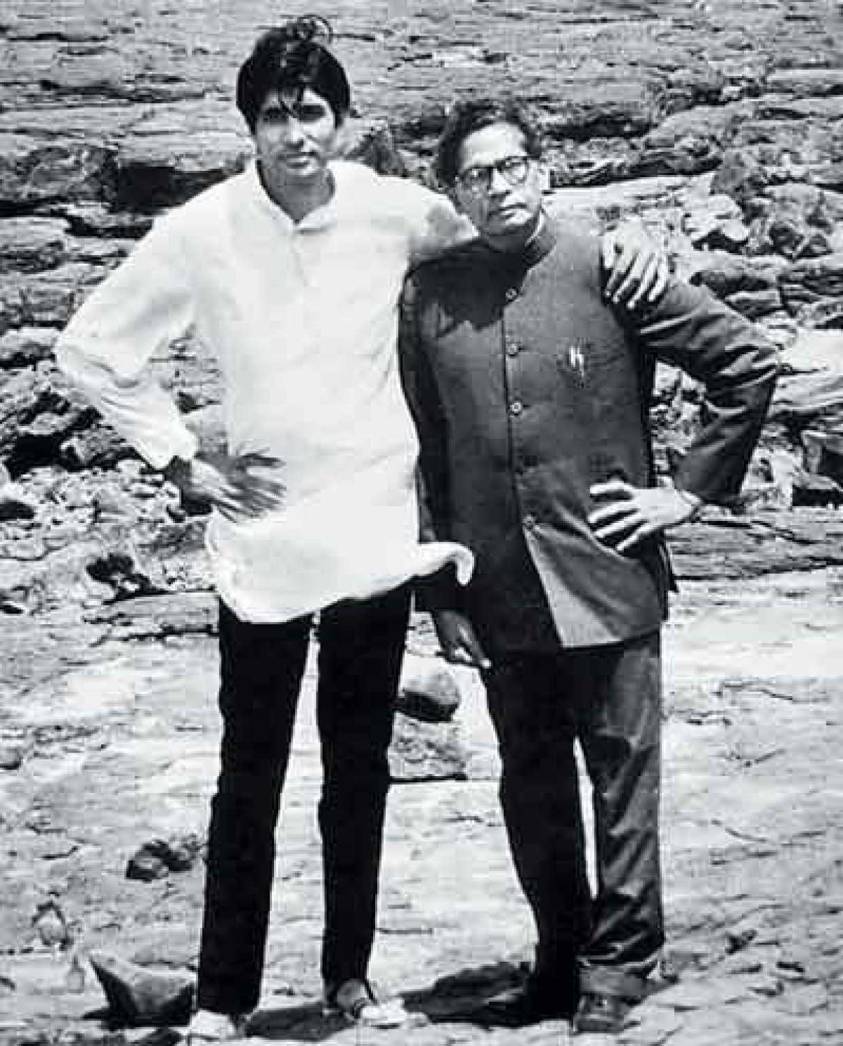 harivansh rai bachhan While amitabh bachchan is one of the biggest names in bollywood, harivansh rai bachchan, abhi's grandfather, is a legendary poet of his times jun 21, 2015, 11:50 am ist see: three generations of bachchan 'parivar' in one frame.
