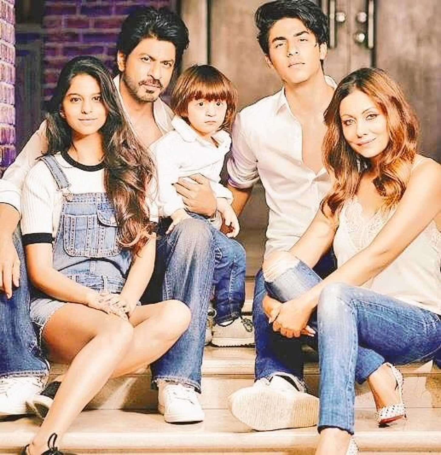 Image result for latest images of shah rukh khan with his family